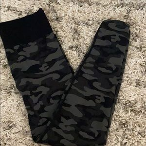 Victoria's Secret pink camo leggings